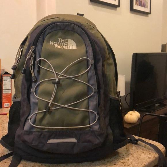 Brauch Durchsuchen Sie die neuesten Kollektionen neuesten Stil The North Face Jester Backpack in Olive Green